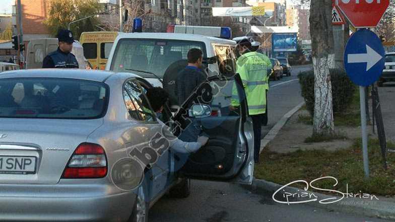 Masina oprita de politie