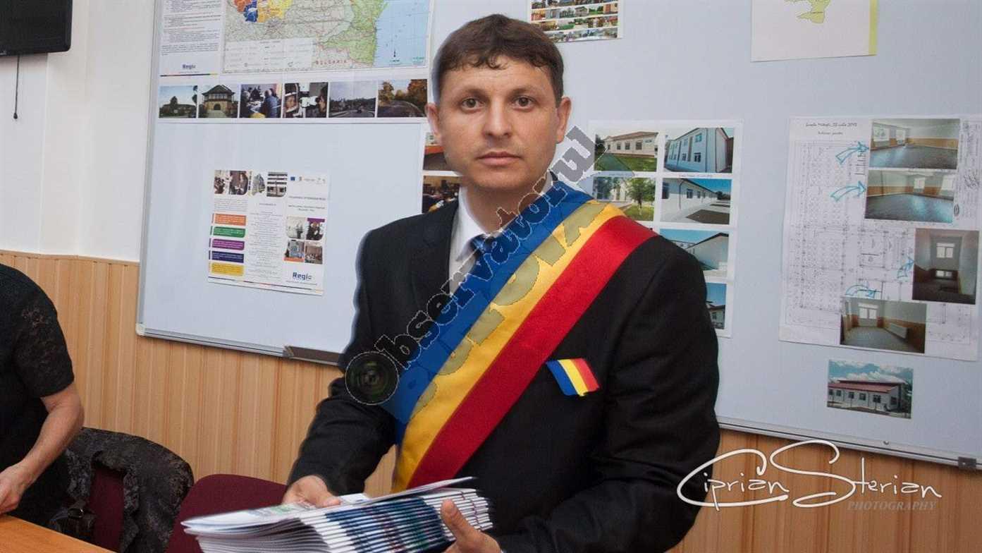 primar Iulian MANEA